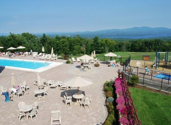 Steele Hill Resorts: Pool View