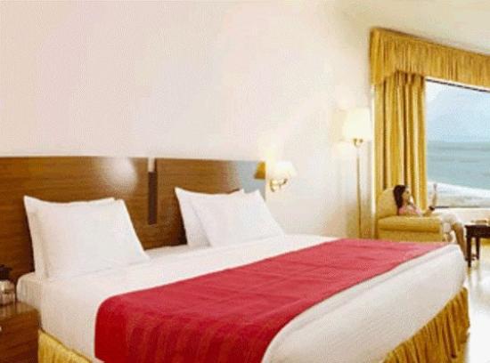 The Quilon Beach Hotel & Convention Centre: Premium Room
