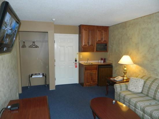 Hampshire Inn Conference Center: Rm Suite LVRm