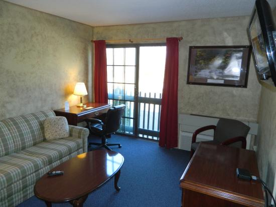 Hampshire Inn Conference Center: Rm Suite TVLVRm