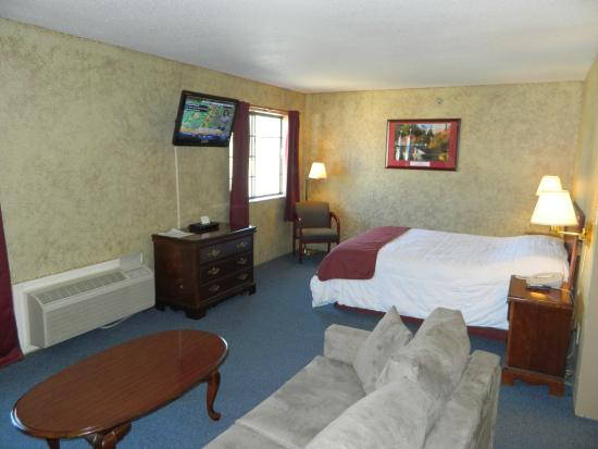 Hampshire Inn Conference Center: Rm Suite LVAnd Bed