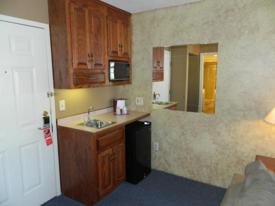 Hampshire Inn Conference Center : Rm Suite Kitchenette Close Up