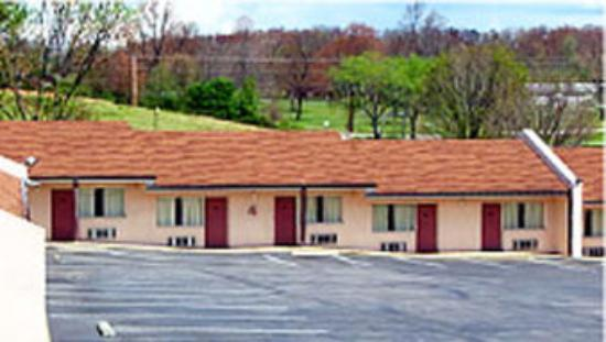 Andrew Johnson Inn: Outside View