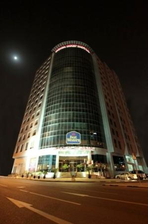Plaza Inn Doha: External Night Time