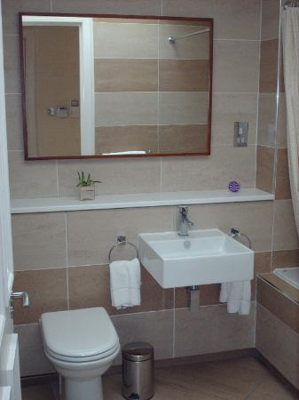 Dreamhouse Apartments Rothesay: Rothesay Bathroom