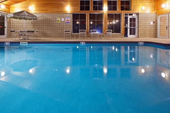 AmericInn Lodge & Suites Anamosa: Americ Inn Anamosa Pool