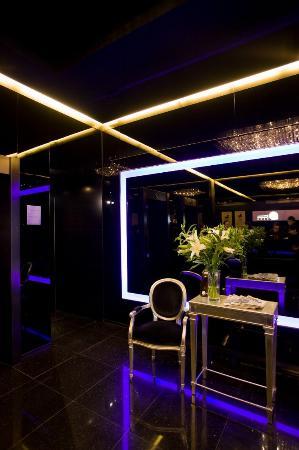 Minimal Hotel Urban: Lobby
