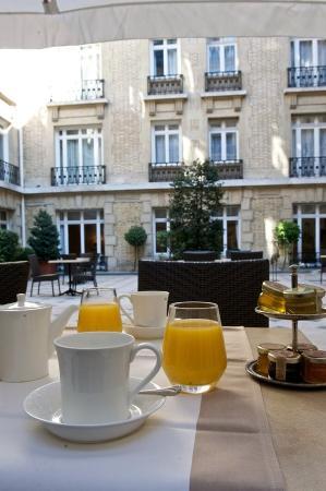 Fraser Suites Le Claridge Champs-Elysees: Private Internal Patio