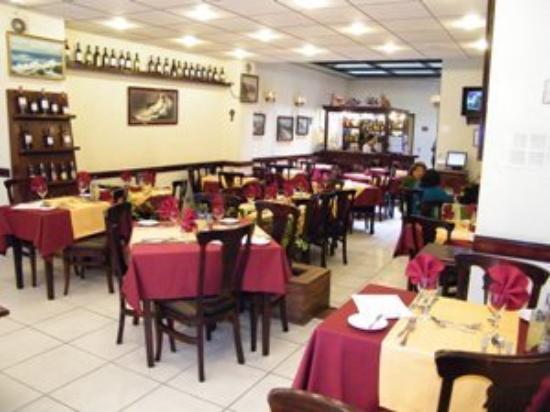 Puerta De Alcala: Restaurant