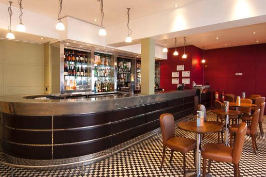 Premier Inn London Hampstead Hotel: Bar