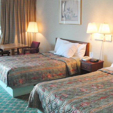 Budget Inn Alcoa: Guest Room