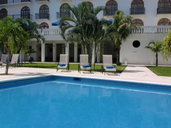 Caracol Plaza: Pool View