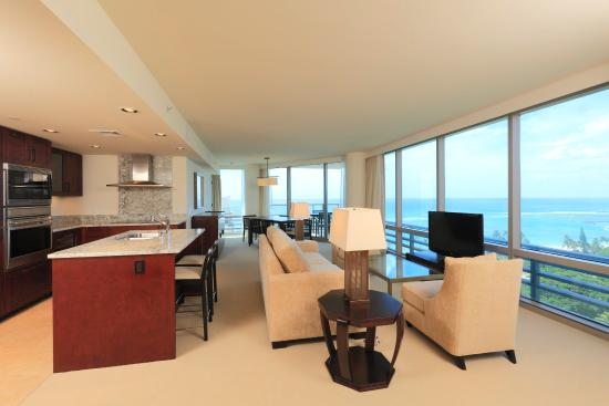 Trump International Hotel Waikiki: Premium Two Bedroom Plus Den Ocean Front Suite