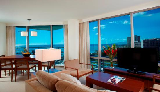 Trump International Hotel Waikiki: Premium Bedroom Den Ocean Front Suite