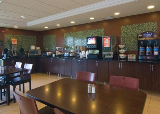 Holiday Inn Express & Suites Rogers: Mn Bfest