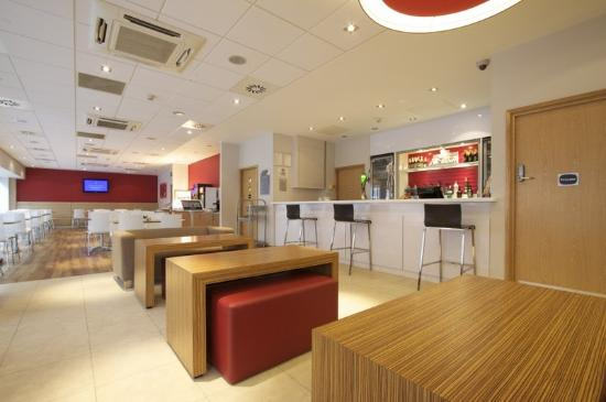 Travelodge Birmingham Central Newhall Street: Bar Cafe
