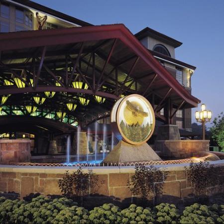 Soaring Eagle Casino & Resort : Fountain by Lobby Entrance