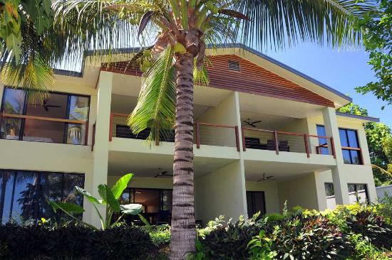 Pandanus Bay Waterfront Apartments: Exterior