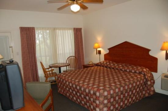 Mountain Star Lodge and Hotel: King Bed