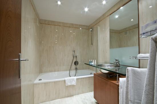 B-aparthotel Montgomery : Bathroom Montgomery