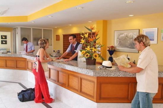 Apartamentos Roc Oasis Park: Lobby