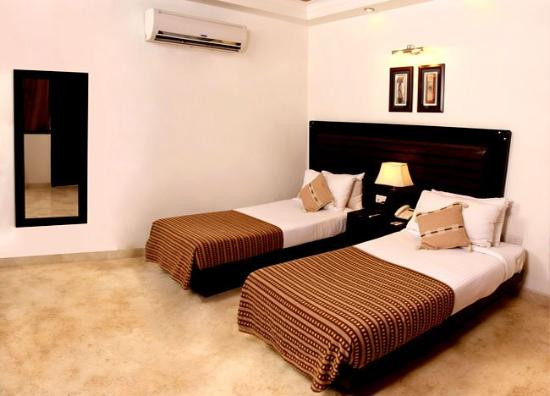 Blossom Corporate Guest House: Super Deluxe Room
