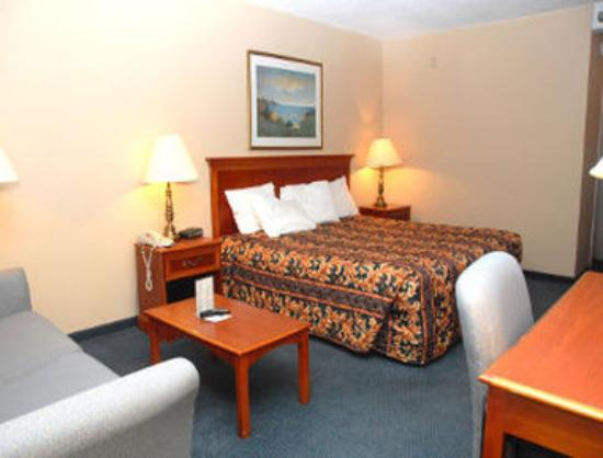 Travelodge Peoria Hotel and Conference Center: Standard King Bed Room
