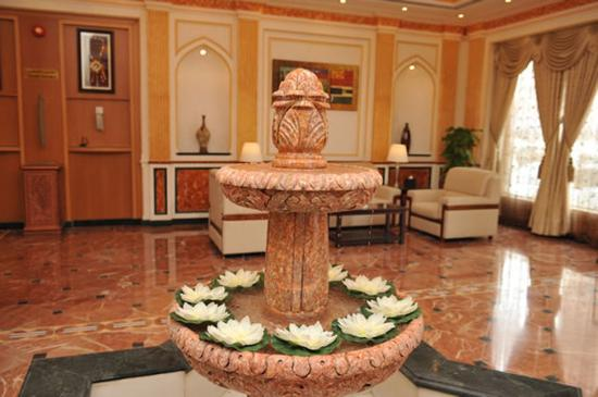 Azaiba, Oman: Lobby Fountain