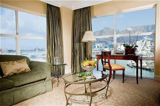 The Table Bay Hotel: Executive Suite - Lounge (824)