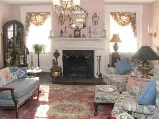 Chester Bulkley House Bed and Breakfast : Living Room