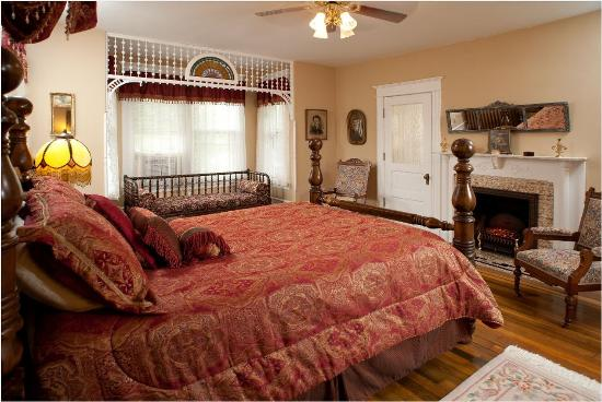 The Historic Morris Harvey House Bed and Breakfast: Grand
