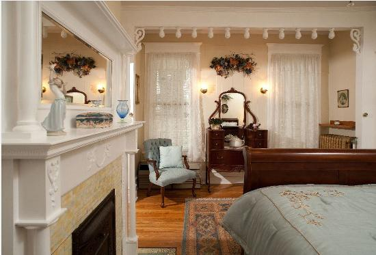 The Historic Morris Harvey House Bed and Breakfast: Rosa