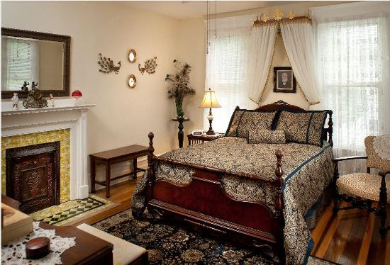 The Historic Morris Harvey House Bed and Breakfast: Harvey
