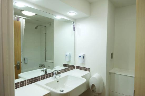 Premier Inn Hartlepool Marina Hotel: Bathroom