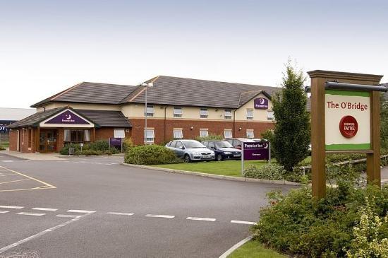 Premier Inn Taunton Central (North) Hotel : Exterior