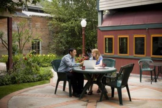 The Leland House Bed & Breakfast Suites Durango: COURTYARD