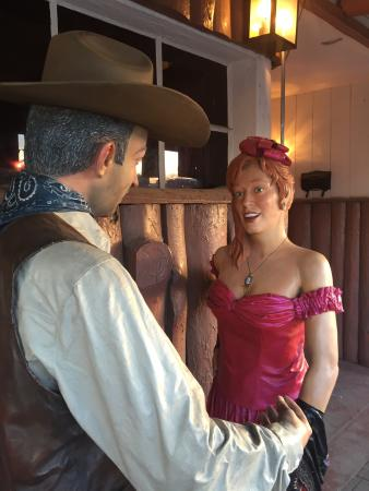 Rancho 7 Restaurant and Lounge: Old west? Yes