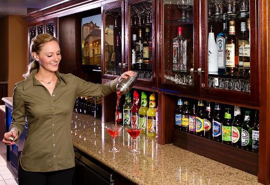 Ayres Hotel & Spa Moreno Valley: Anza Lounge Bartender
