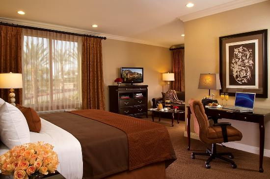 Ayres Hotel & Spa Moreno Valley: Deluxe Corner King
