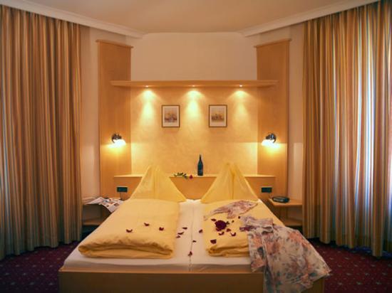 Hotel Goldener Brunnen: Guest Room