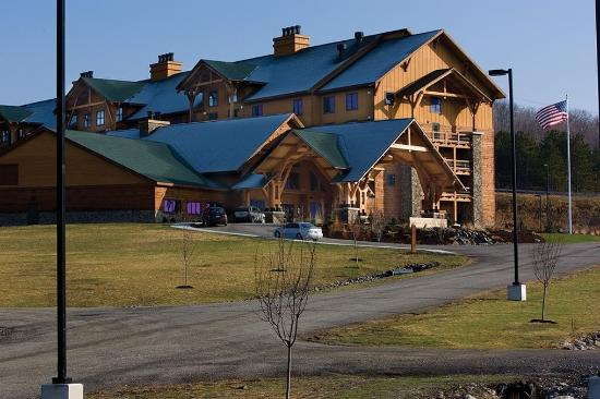 Hope Lake Lodge & Conference Center: Entrance