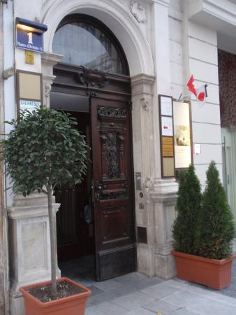 Pension Aviano: Eingang Entrance