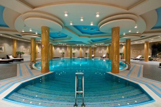 Royal Tulip Almaty: Pool