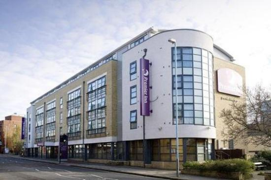 Premier Inn London Kew Hotel: Exterior