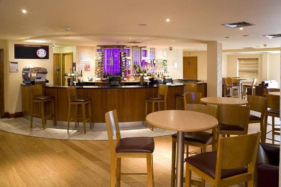 Premier Inn London Kew Hotel: Bar