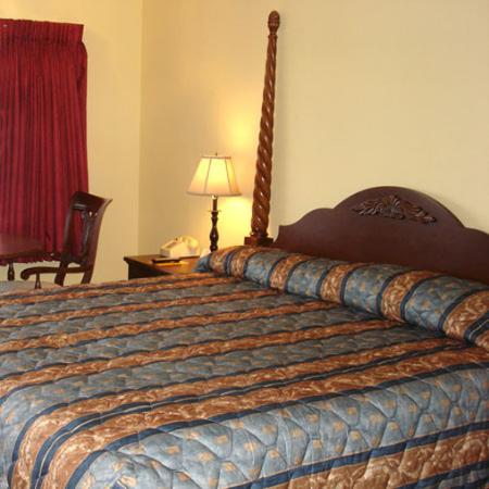 The Whispering Pines Motel: Guest Room -OpenTravel Alliance - Guest Room-