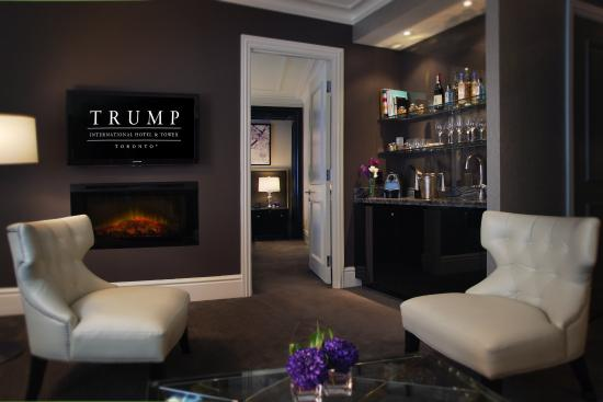 Trump International Hotel & Tower Toronto : Guest Room Suite Bar