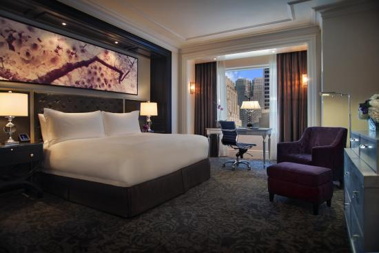 Trump International Hotel & Tower Toronto: King Bed Guest Room