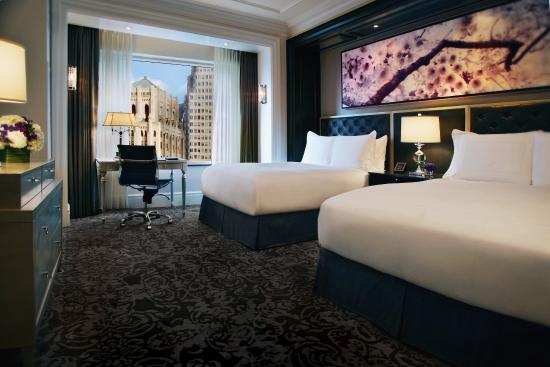 Trump International Hotel & Tower Toronto: Double Bed Guest Room