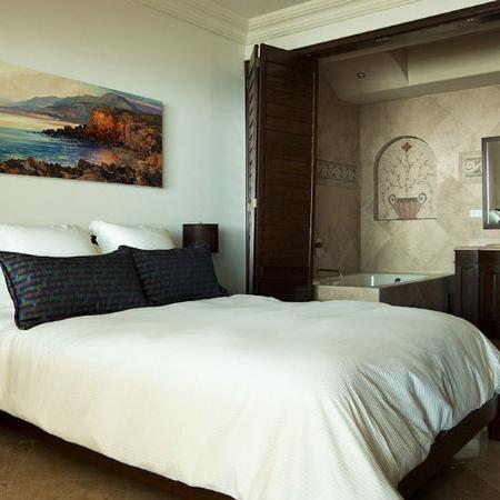 Las Olas Resort & Spa: bedroom